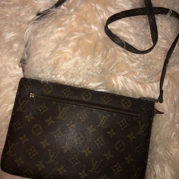 b9e4dac447ca Louis Vuitton vintage eclair zipper crossbody bag